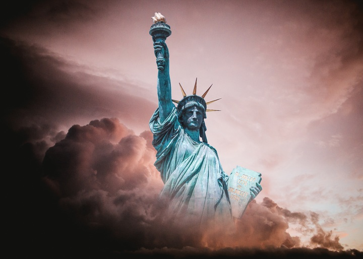 cloud-sky-tablet-statue-of-liberty-flame-darkness-1208244-pxhere.com